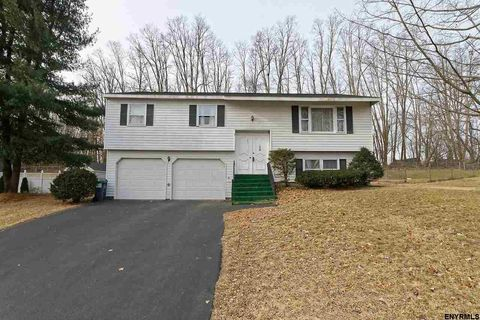 Photo of 8 Skyline Dr, Latham, NY 12110