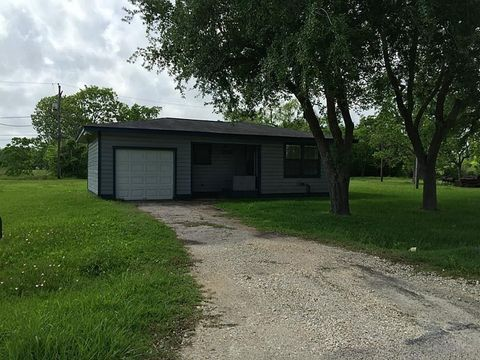 Photo of 6716 Lincoln Dr, Hitchcock, TX 77563