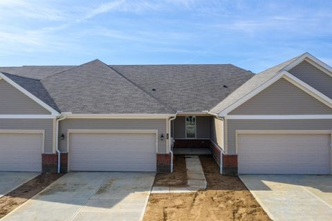 Photo of 102 Woodmere Ct, Amelia, OH 45102