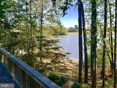 Photo of 15795 Butler Pl, Dumfries, VA 22025