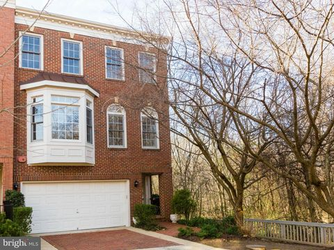 Photo of 8835 Hunting Lodge Ct, Vienna, VA 22182