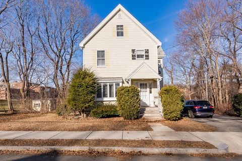 25 Temple St, Reading, MA 01867