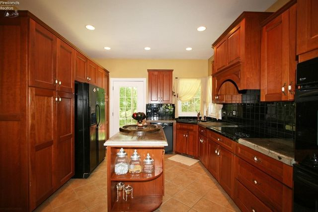 11805 Chapin Rd, Berlin Heights, OH 44814 - Kitchen
