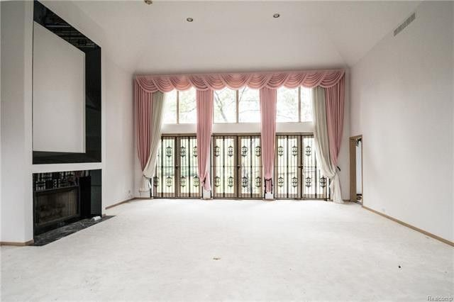 d4af8bee568f808f699c7e2eb697f2dcl m11xd w1020 h770 q80 Inside Look At Aretha Franklins Bloomfield Township Home Up For Sale