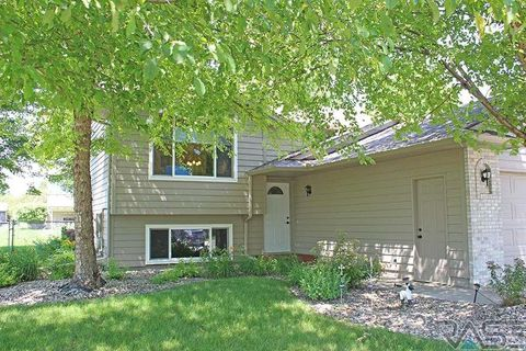 Photo of 5709 S Southwind Ave, Sioux Falls, SD 57106