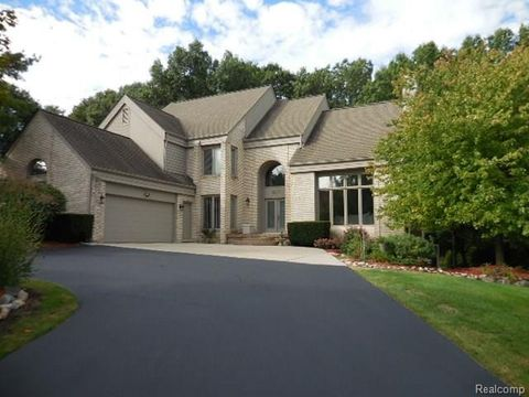 6117 Orchard Woods Dr, West Bloomfield Township, MI 48324