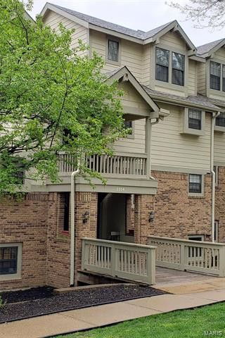 2224 Canyonlands Dr Apt F Maryland Heights, MO 63043