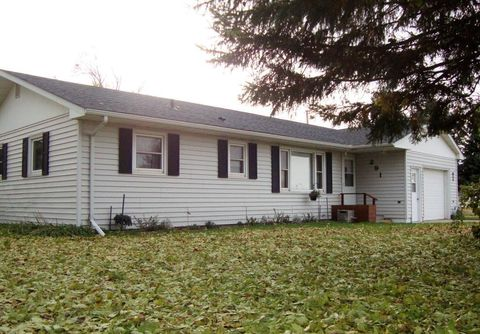 Photo of 291 7th St W, Hector, MN 55342