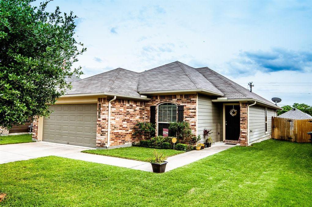 108 Brookside Dr Huntsville, TX 77320