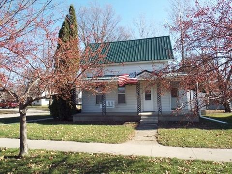 302 Commercial St, Strawberry Point, IA 52076