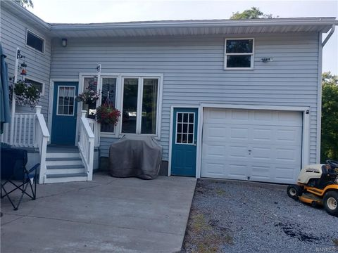 11005 East Rd, Wyoming, NY 14591