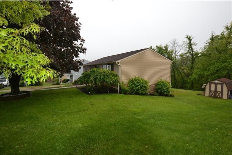 180 Dodd Dr, South Strabane, PA 15301