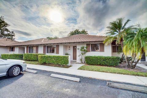207 Club Dr, Palm Beach Gardens, FL 33418