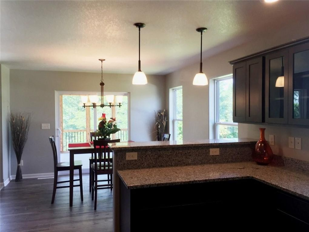 light kitchen cabinets 3115 west point cir riverside ia 52327 realtor 174 22659