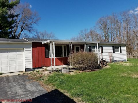 Photo of 319 E Walker St, Jonesboro, IN 46938