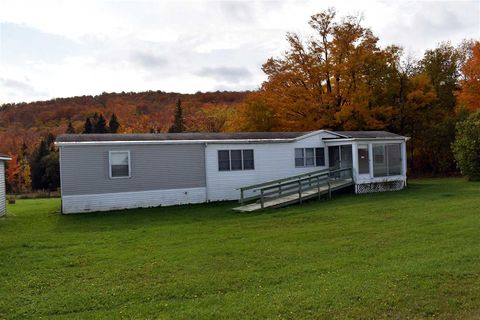 Photo of 850 Hinman Rd, Glover, VT 05839