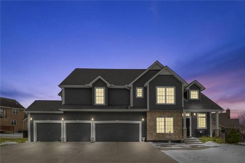 Photo of 1511 Rockwater Ln, Kearney, MO 64060