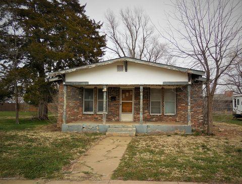 Photo of 110 Iowa St S, Shamrock, TX 79079