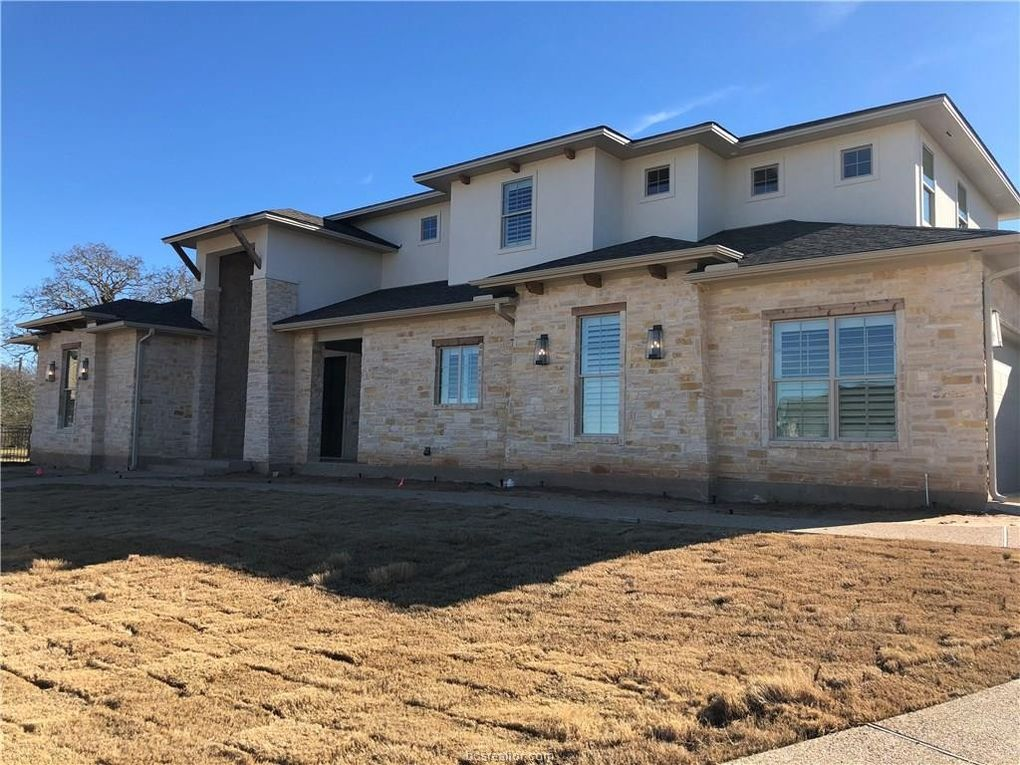 8806 Queens Ct, College Station, TX 77845