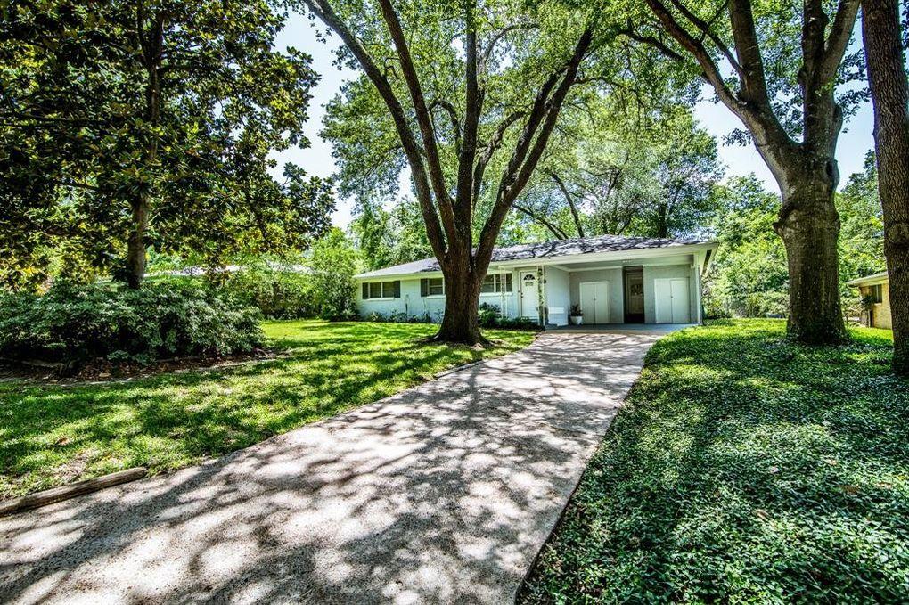 1908 Avenue Q Huntsville, TX 77340