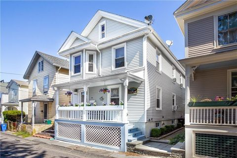 Photo of 18 Calvert St, Newport, RI 02840