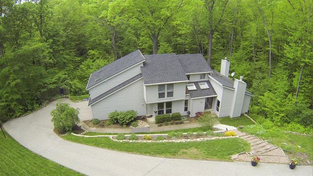 9325 Holly Hl, Indian Hill, OH 45243 - Exterior