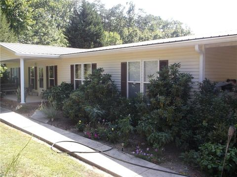 1513 Marshall Smith Rd, King, NC 27021