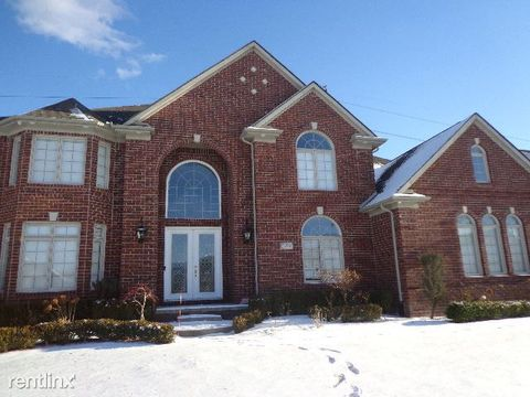 Photo of 54426 Pelican Ln, Shelby Township, MI 48315
