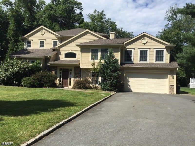 41 Springbrook Rd, Livingston, NJ 07039