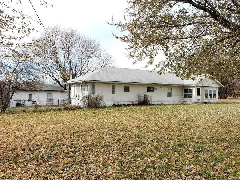 1112 Nw 425th Rd, Centerview, MO 64019