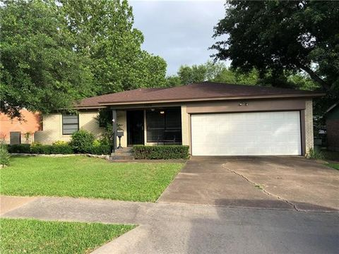Photo of 1414 Hillcrest Dr, Sherman, TX 75092