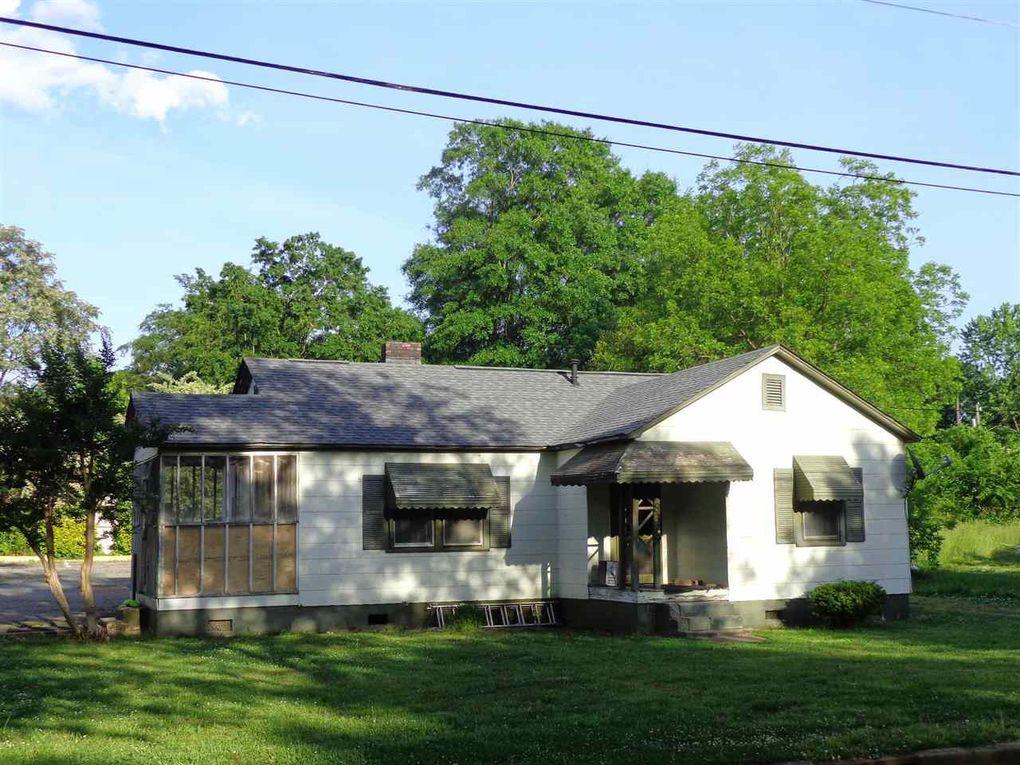 8329 Fairforest Rd, Spartanburg, SC 29303
