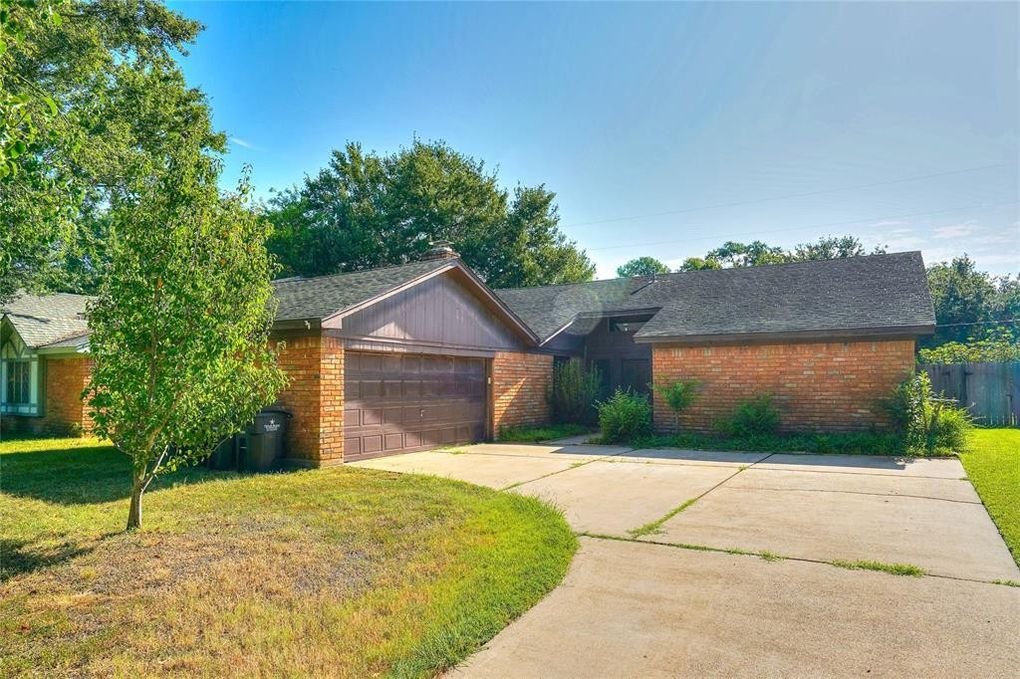1406 Heights Dr Katy, TX 77493