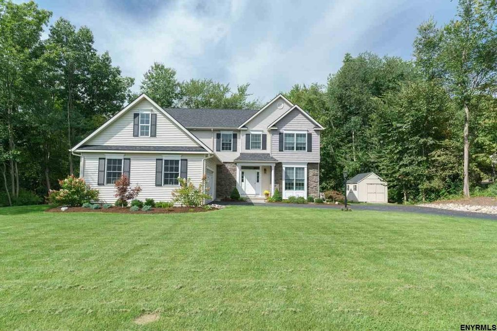 32 Claremont Dr Voorheesville, NY 12186