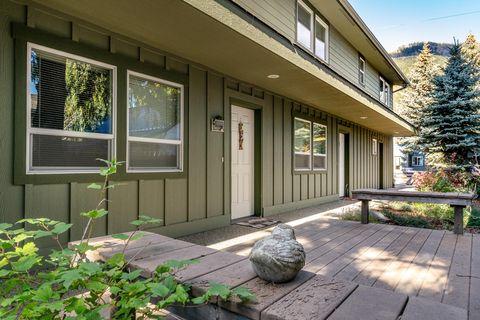 Photo of 163 W Whitman St Apt 2, Leavenworth, WA 98826