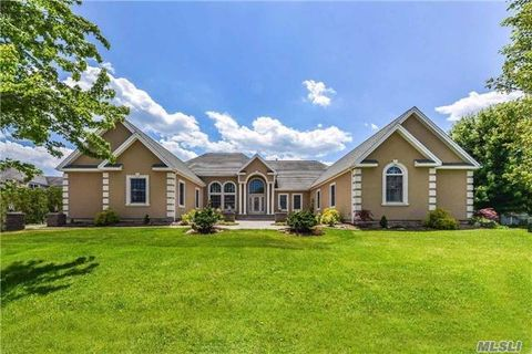 9 Turnberry Ct, Dix Hills, NY 11746