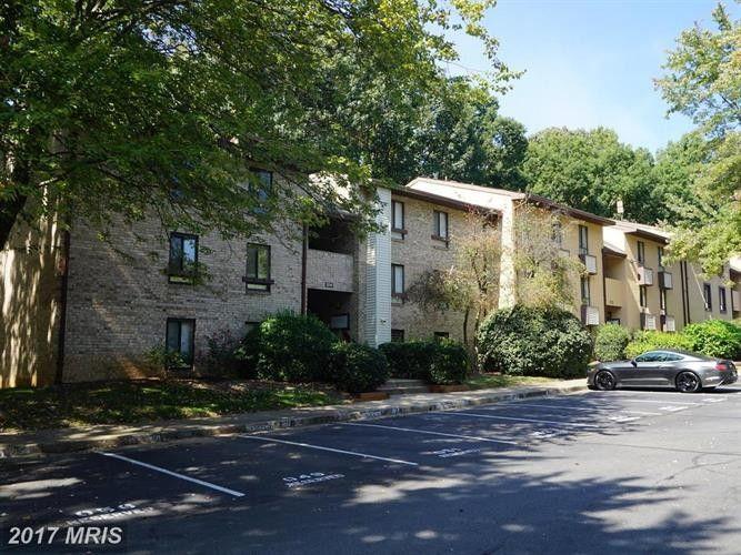 2214 Castle Rock Sq Apt 2 B, Reston, VA 20191