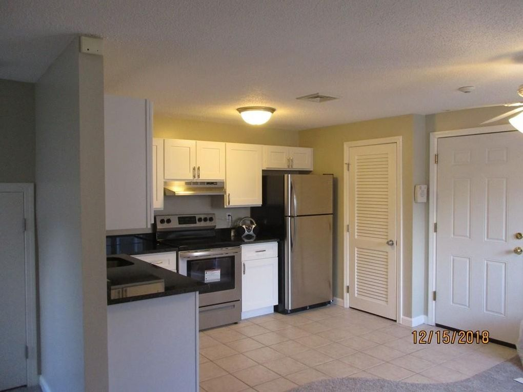 1036 Middlesex St Apt 4, Lowell, MA 01851