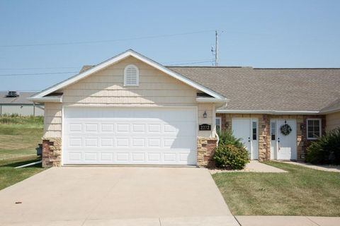 2260 Fawn View Dr, Dubuque, IA 52002