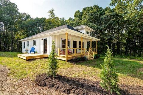82 New Salem Rd, Swannanoa, NC 28778