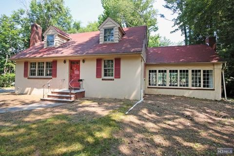 Attractive 271 E Midland Ave, Paramus, NJ 07652. House For Rent
