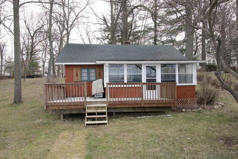 59122 Pine Grove Rd, Colon, MI 49040