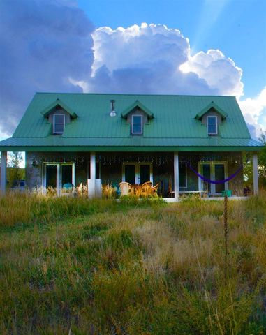 222 Upper Ojito Rd, Chamisal, NM 87521