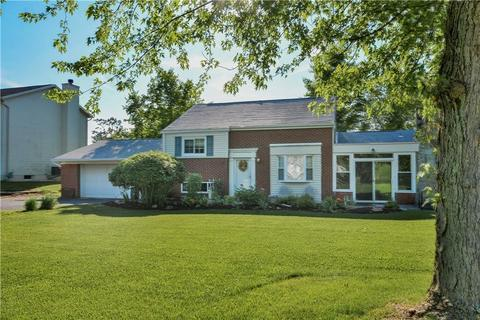 1412 Iroquois Dr, Robinson Township, PA 15205