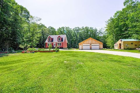 Photo of 17 Blue Jay Way, Fayette, ME 04349