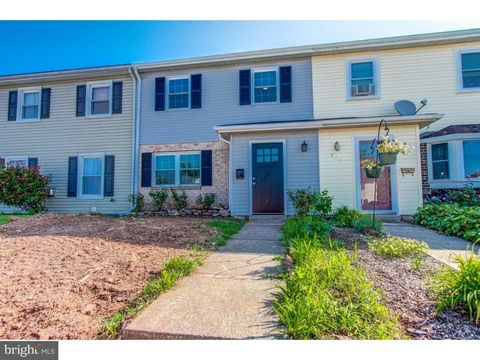 417 Colonial Dr, East Greenville, PA 18041