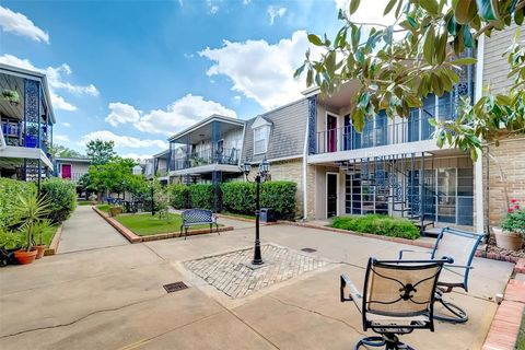 Photo Of 2621 Marilee Ln Apt 1 Houston Tx 77057 Townhome For Rent