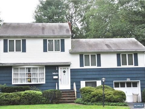 35 Robin Rd, Demarest, NJ 07627