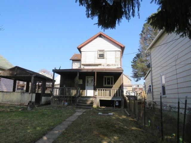 961 Cleveland Ave Brackenridge, PA 15014