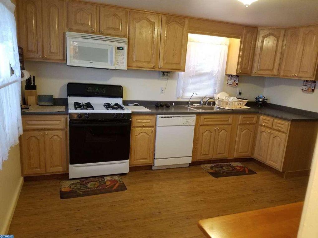 402 47th St  Pennsauken  NJ 08110402 47th St  Pennsauken  NJ 08110   realtor com . Discount Kitchen Cabinets Pennsauken Nj. Home Design Ideas